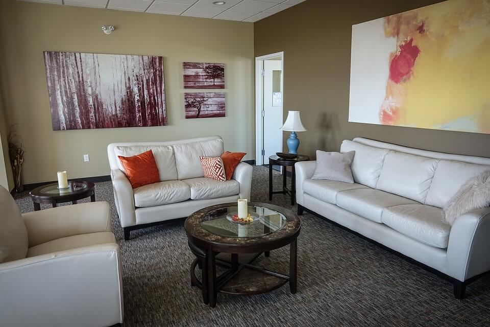 How To Use Large Art Pieces In Your Interior Design Kukun