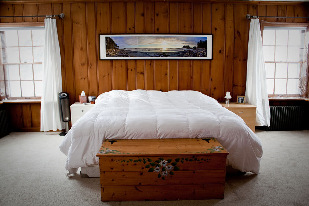 seascape photo in bedroom