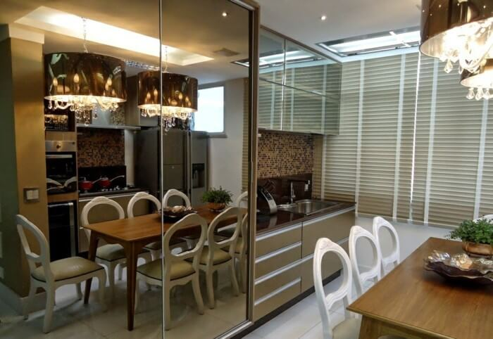 sliding doors with mirror in dining room