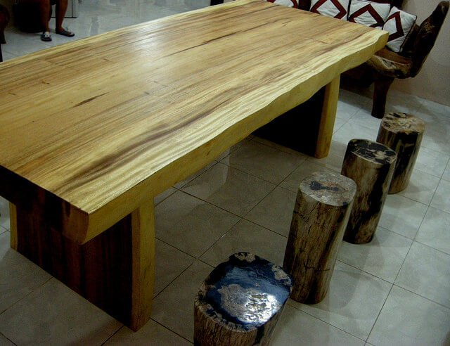 natural table and stools