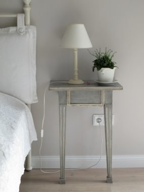bedside table plants