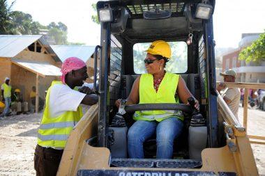 Female_heavy_equipment_operato
