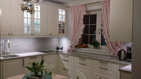 Six Easy Ways to Select the Perfect Kitchen Curtains