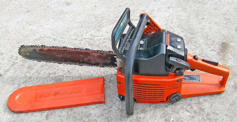 chainsaw-for-gardening