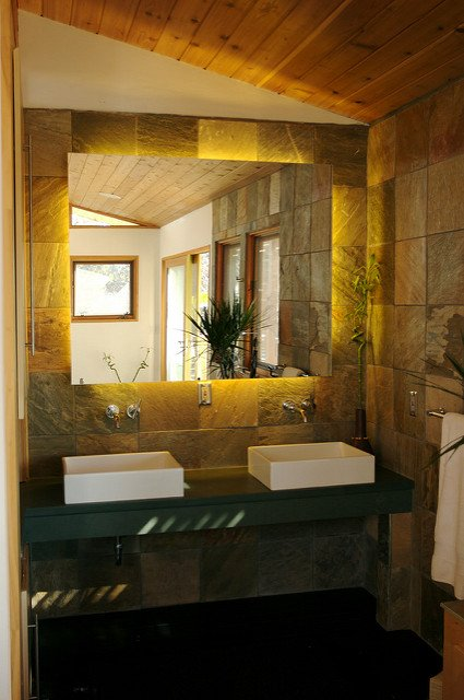 lighted bathroom mirror (2)