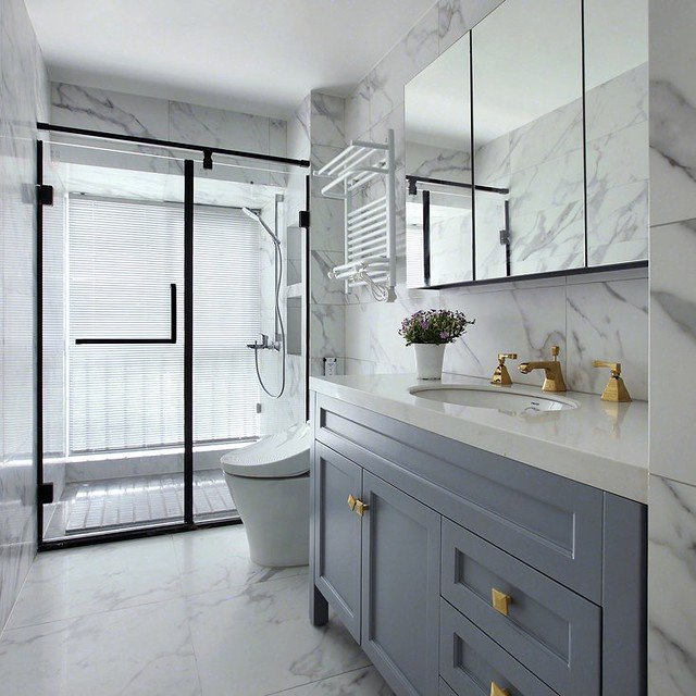 15 Long, Narrow Bathroom Ideas That are Functional and Stylish
