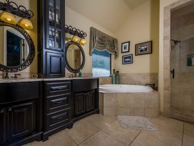 traditional bathroom cabinets