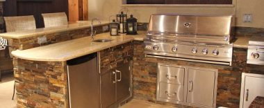 4 Best Materials for Your Outdoor Kitchen Cabinets