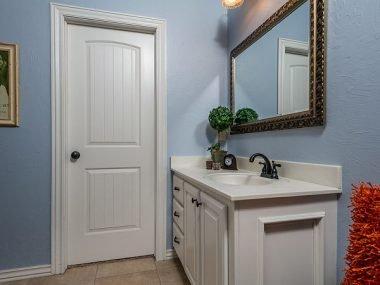 How to Choose Your Bathroom Door?