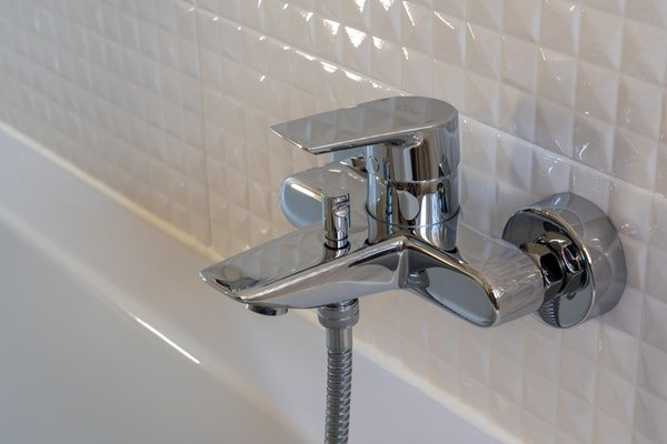 Ceramic sink faucet