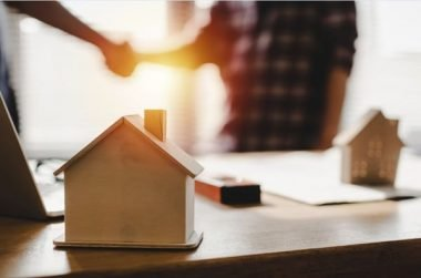 Pros and Cons of a Realtor When Buying or Selling a Home