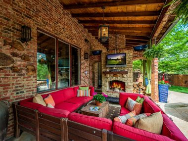 5 Tech-Savvy Essentials for Your Outdoor Entertaining Area