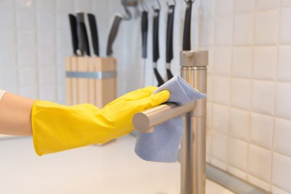 clean faucet head