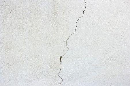 ceiling cracks causes