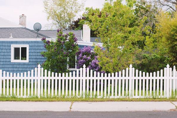 Average vinyl fence cost