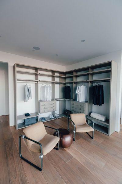 closet seating