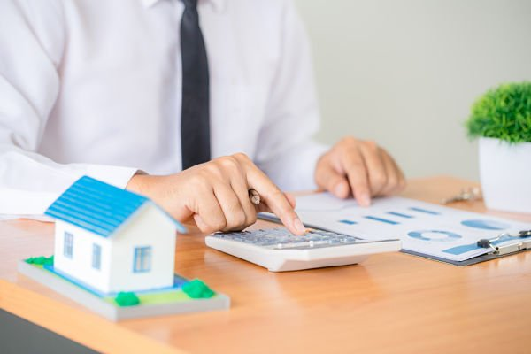 property manager vs real estate agent